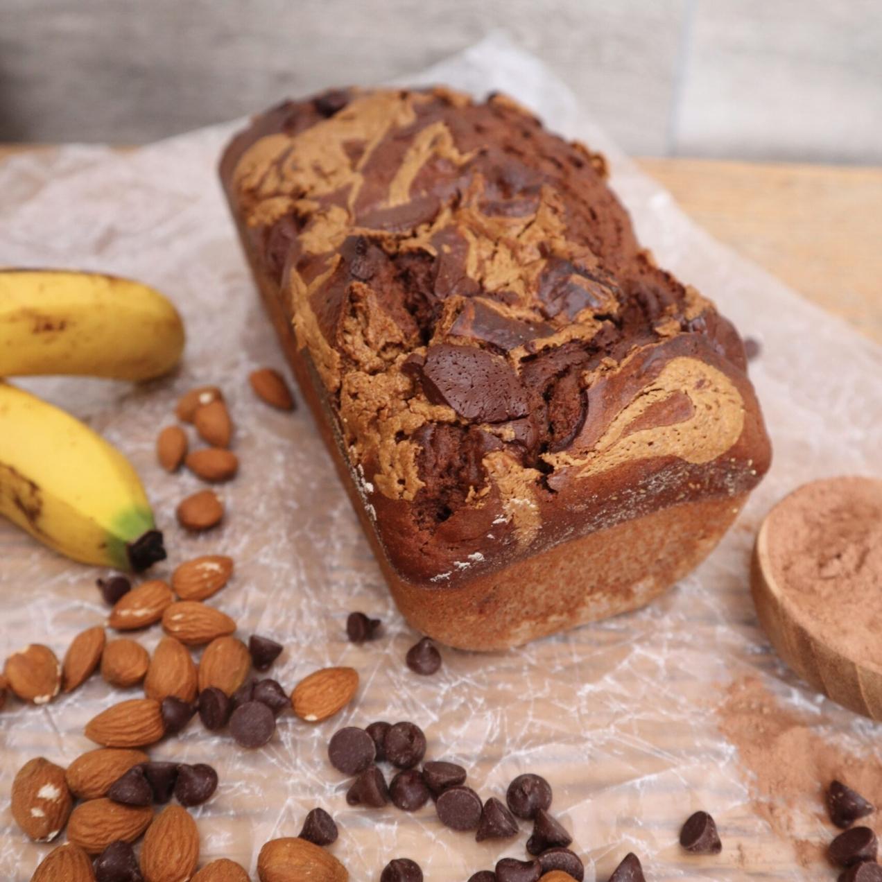 Banana Bread de Chocolate con Crema de Almendras.